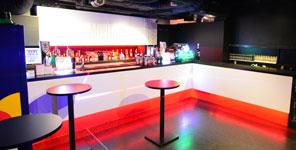 クラブジュールでは用途に応じた様々な「ホールレンタル」に対応しております。2階のバーカウンターです。